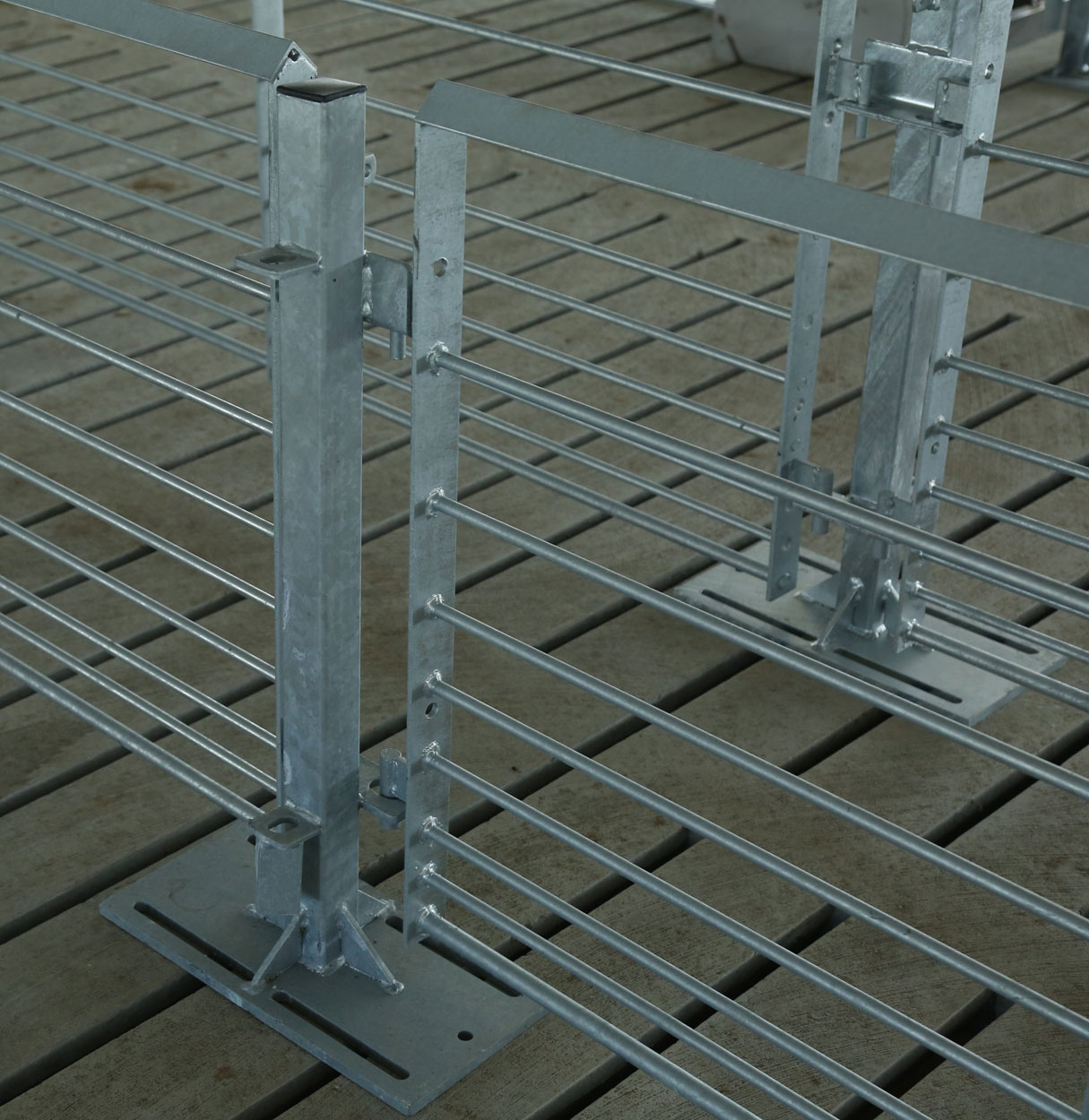 Hog Slat penning, gate posts and other installation accessories are available in a long lasting corrosion resistant galvanized finish.